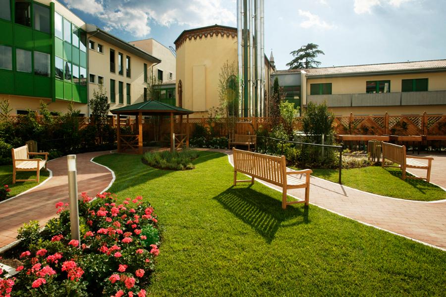 Progettazione e realizzazione giardini riabilitativi Verona - Fontana l'arte del verde